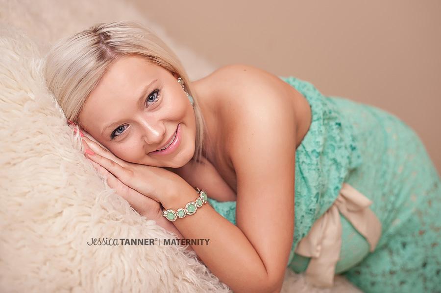 maternity photographer in Lilburn GA